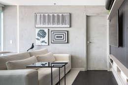 Salas / recibidores de estilo moderno por Carpaneda & Nasr