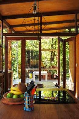 Ruang Makan by Guadalupe Larrain arquitecta