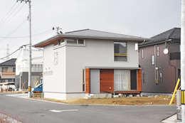 方形屋根のシンプルな外観: 合同会社negla設計室が手掛けた家です。