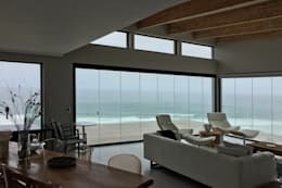 Brenton House view from kitchen:   by Sergio Nunes Architects