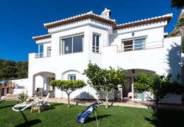 Jardines de estilo mediterraneo por Home & Haus   Home Staging & Fotografía