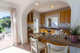 Cocinas de estilo mediterraneo por Home & Haus   Home Staging & Fotografía