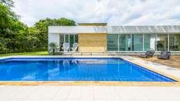 Casa de la Acacia - Sombra Natural: Piscinas de estilo moderno por David Macias Arquitectura & Urbanismo