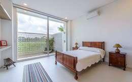Casa de la Acacia - Sombra Natural: Habitaciones de estilo moderno por David Macias Arquitectura & Urbanismo