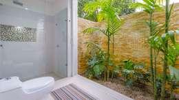 Casa de la Acacia - Sombra Natural: Baños de estilo moderno por David Macias Arquitectura & Urbanismo