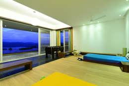 modern Living room by Studio K-7 Designs Pvt. Ltd