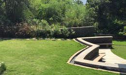 Lawn area around the bungalow: modern Garden by Land Design landscape architects