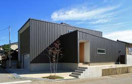 Casas de estilo escandinavo por 福田康紀建築計画