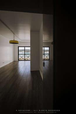 غرفة المعيشة تنفيذ NOVACOBE - Construção e Reabilitação, Lda.