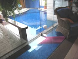 Piscina e piso de vidro: Piscinas modernas por Maria Dulce arquitetura