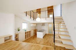 Comedores de estilo moderno por スタジオグラッペリ 1級建築士事務所 / studio grappelli architecture office