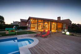Casas de estilo clásico por GRUPO EUROCASA MODULAR