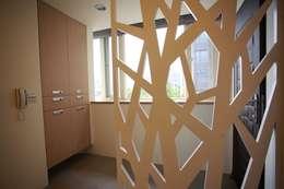 Projekty,   zaprojektowane przez 坤儀室內裝修設計有限公司
