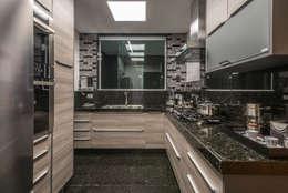 Cocinas de estilo moderno por Dekor Design