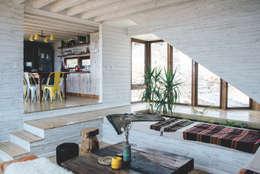 living y comedor-cocina: Livings de estilo rústico por Thomas Löwenstein arquitecto