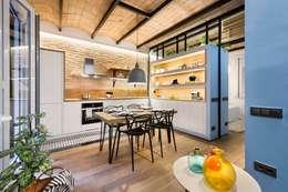 Cucina in stile in stile Mediterraneo di Egue y Seta