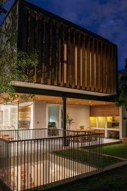 vista 3 niveles de la ampliación: Casas de estilo moderno por Thomas Löwenstein arquitecto