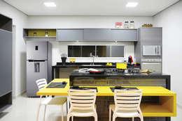 Casa M&C: Cozinhas modernas por Híbrida Arquitetura, Engenharia e Construção