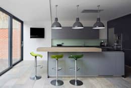 modern Kitchen by Andrew Mulroy Architects