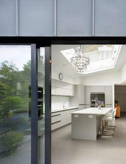 modern Kitchen by Andrew Mulroy Architects