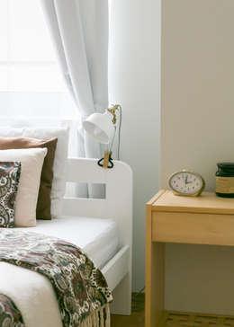 Home staging mieszkania na wynajem - sypialnia: styl , w kategorii  zaprojektowany przez IDeALS | interior design and living store