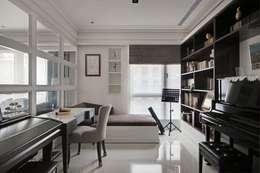 現代英倫風:  書房/辦公室 by 誼軒室內裝修設計有限公司