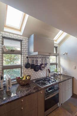 小山町 N邸: HAPTIC HOUSEが手掛けたキッチンです。