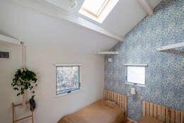 小山町 N邸: HAPTIC HOUSEが手掛けた寝室です。