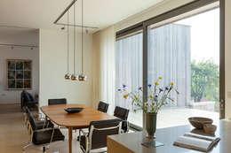 moderne Esszimmer von Designscape Architects Ltd