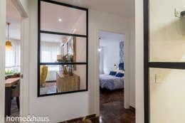 Projekty,  Korytarz, przedpokój zaprojektowane przez Home & Haus | Home Staging & Fotografía
