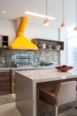 Cocina de estilo  por Artenova Interiores