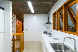 Nhà bếp by Diego Alcântara  - Studio A108 Arquitetura e Urbanismo