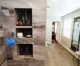 Baños de estilo clásico por Lux Design Associates