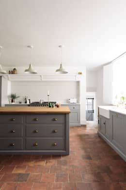 The Cheshire Townhouse Kitchen by deVOL: rustic Kitchen by deVOL Kitchens