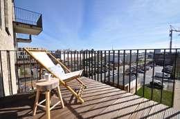 Terrazas de estilo  por Karin Armbrust - Home Staging