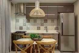 Cocinas de estilo moderno por Arquiteta Raquel de Castro