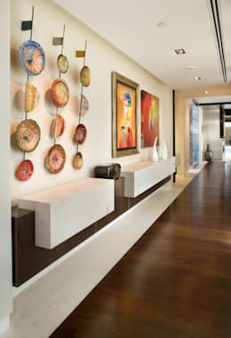 Penthouse Posh - Entry:  Corridor & hallway by Lorna Gross Interior Design