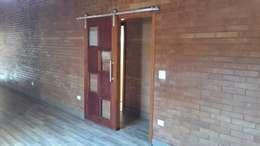 Pasillos y recibidores de estilo  por EKOa Empreendimentos Sustentáveis