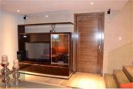 رہنے کا کمرہ  by OR Arquitectura y Construcción