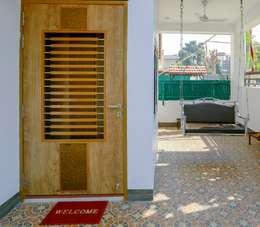 Shah Parivar Bungalow:  Corridor & hallway by ZEAL Arch Designs