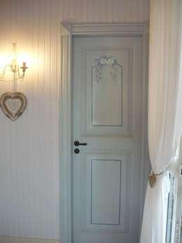 Janelas e portas clássicas por Francesca Maria surace