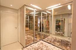 غرفة الملابس تنفيذ Daniel Di Rezende Bernardes Arquitetura