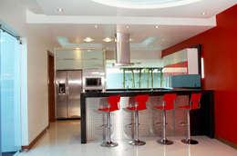 Cozinhas modernas por arketipo-taller de arquitectura