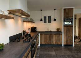 Cocinas de estilo moderno por RestyleXL