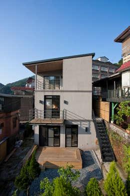 九份M宅:  房子 by 築里館空間設計