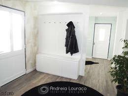 Projekty,  Korytarz, przedpokój zaprojektowane przez Andreia Louraço - Designer de Interiores (Contacto: atelier.andreialouraco@gmail.com)