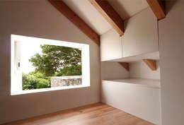 Projekty,  Sypialnia zaprojektowane przez Tiago Tomás Arquitecto