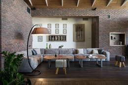 Загородный дом: Гостиная в . Автор – Архитектурная студия Чадо