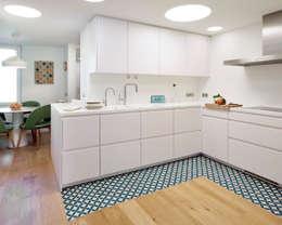 Cocinas de estilo rústico por Deu i Deu