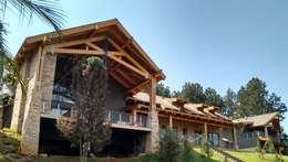 Fachada: Casas rústicas por Patricia Abreu arquitetura e design de interiores
